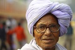 white turban | Kolkata (arnabchat) Tags: winter portrait people india eye face look canon asia dof tourist kolkata calcutta pilgrim sankranti westbengal 50f18 2013 arnabchat gangasagartransitcamp