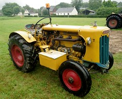 Tracteur Hrlimann (gueguette80 ... non voyant pour une dure indte) Tags: old tractor cars autos 80 juillet tracteur voitures picardie 2014 somme anciennes anciens rassemblement vhicules pernois
