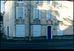 160728-0130-XM1.jpg (hopeless128) Tags: shadows france buildings eurotrip 2016 biuilding wall shutters confolens aquitainelimousinpoitoucharen aquitainelimousinpoitoucharentes fr
