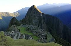 Machu Picchu sunrise (zug55) Tags: peru inca ruins perú inka unescoworldheritagesite unesco worldheritagesite explore ruinas machupicchu sacredvalley huaynapicchu waynapicchu vallesagrado patrimoniodelahumanidad santuariohistóricodemachupicchu