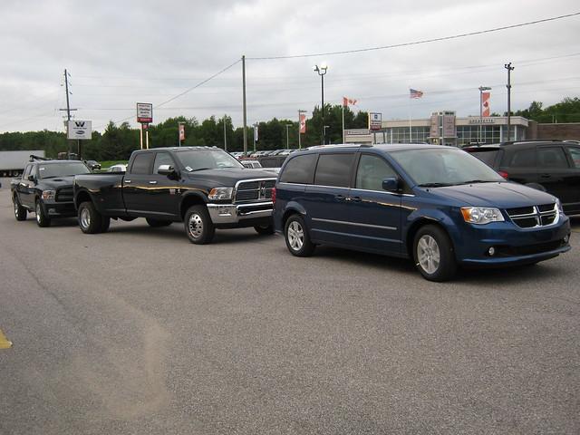 ontario sport jeep grand bracebridge dodge chrysler caravan muskoka ram 1500 3500 dually