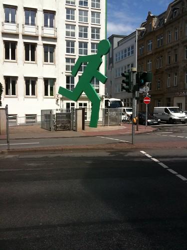 <span>francoforte</span>C'è chi corre...<br><br><p class='tag'>tag:<br/>francoforte | design | </p>