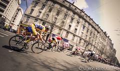 3jourscyclisteLYON2012-5 (julien.reboulet) Tags: france nikon lyon d2x course fisheye 8mm vélo gerland vitesse cyclistes lyon7 julienreboulet les3jourscyclistesdelyon samsyang wwwjulienrebouletfr