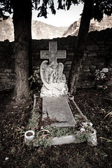 Borau 061 (Sebas Adrover) Tags: trees winter sculpture españa cemetery grave stone angel rural town spain nikon árboles huesca d70 cementerio tomb pueblo escultura tumba invierno osca pirineos pirineo piedra ángel aragón sepulcro aragó borau
