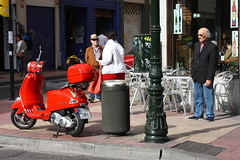 IMG_1126Red Vespa...object of desire II (Fencejo) Tags: canon400d canon28105 street streetphotography vespa red desire