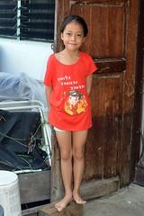 cute girl in front of door (the foreign photographer - ) Tags: oct22016nikon cute girl wooden door khlong thanon portraits bangkhen bangkok thailand nikon d3200