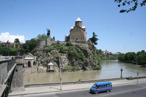 Fotografia da Igreja Metekhi em Tbilisi