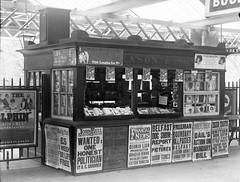 Anglų lietuvių žodynas. Žodis book-stall reiškia n knygų kioskas lietuviškai.