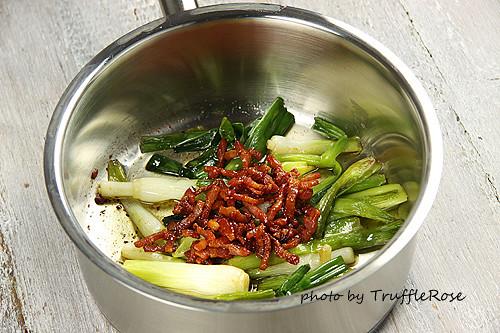 蔥煨麵。小小米桶的超省時廚房-110622