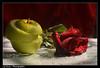 ,, (Ƥaşmaƫ Åniɳ ɷ •) Tags: شمس وردة 7000 ورشة قطرات تفاحه نيكون دي اضاءة بصمة أنين