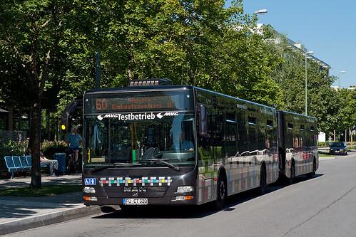 Kurze Pause für den Buszug an der Dessauerstraße