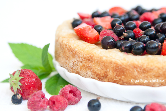 Пирог с маскарпоне и ягодами