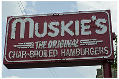 Muskie's (swanksalot) Tags: signs chicago neon hamburger lincoln graceland swanksalot sethanderson theoriginalcharbroiledhamburgers muskie's