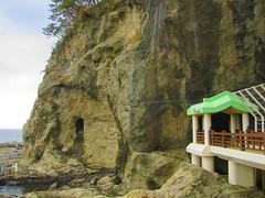 3969 Enoshima Caves (mari-ten) Tags: bridge sea cliff nature japan pacificocean 日本 cave enoshima kanagawa kanto 2012 fujisawa eastasia 神奈川県 藤沢市 江の島 関東地方 201203 enoshimacaves 20120311 江の島岩屋