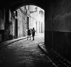 The Farewell Waltz (Petricor Photography) Tags: florence firenze canonpersonalconnection blackandwhite black white street photography streetphotography people couple