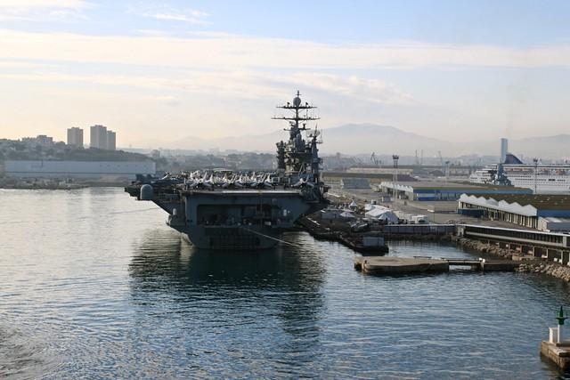 Авианосец USS Harry S Truman