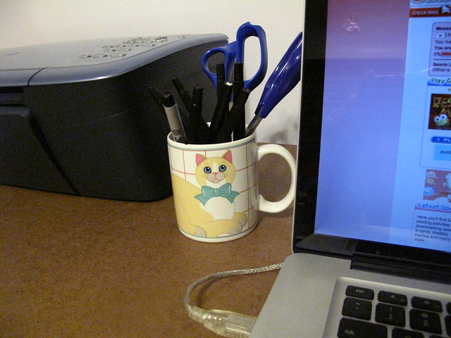 My vintage kitty mug on my new desk!