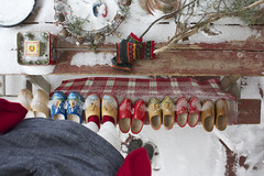 st nicholas day bench monday shot (knitalatte11) Tags: snow holland sinterklaas dutch festive berries wreath porch greens woodenshoes klompen droste fircones stnicholasday icewreaths benchmonday