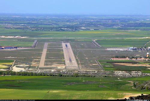 Vista del campo de vuelo de LEVD. RAC