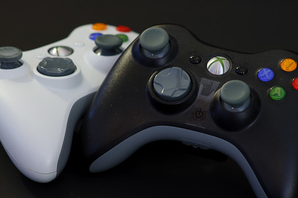 Xbox-Scene News: XCM 360 Controller Shells Black and White Series Black and white Xbox 360 controllers, the Tao of gaming.