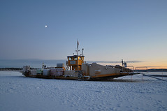 Theresia, the ferry (totheforest) Tags: winter snow ferry vinter sweden sn frja lule avan norrbotten iceroad nikond90 lulelven luleriver nikkorafsdx18105mmf3556gedvr lulelv isvg luleriver lulavan lulelv