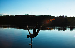 Jonne Kuoksa, Backflip @ Repovesi National Park (ElSakHa) Tags: sun lake nationalpark hiking handstand shining kansallispuisto backflip repovesi