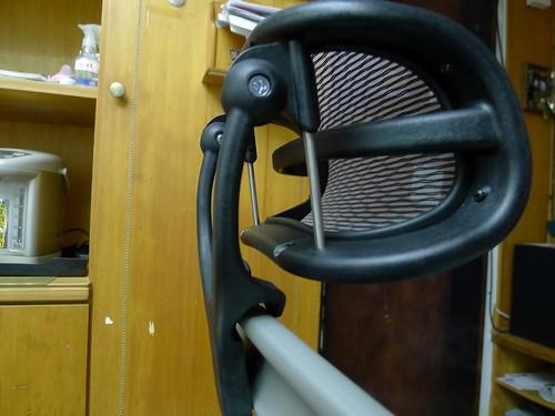 Aeron chair [美灰版] 加裝頭枕側照