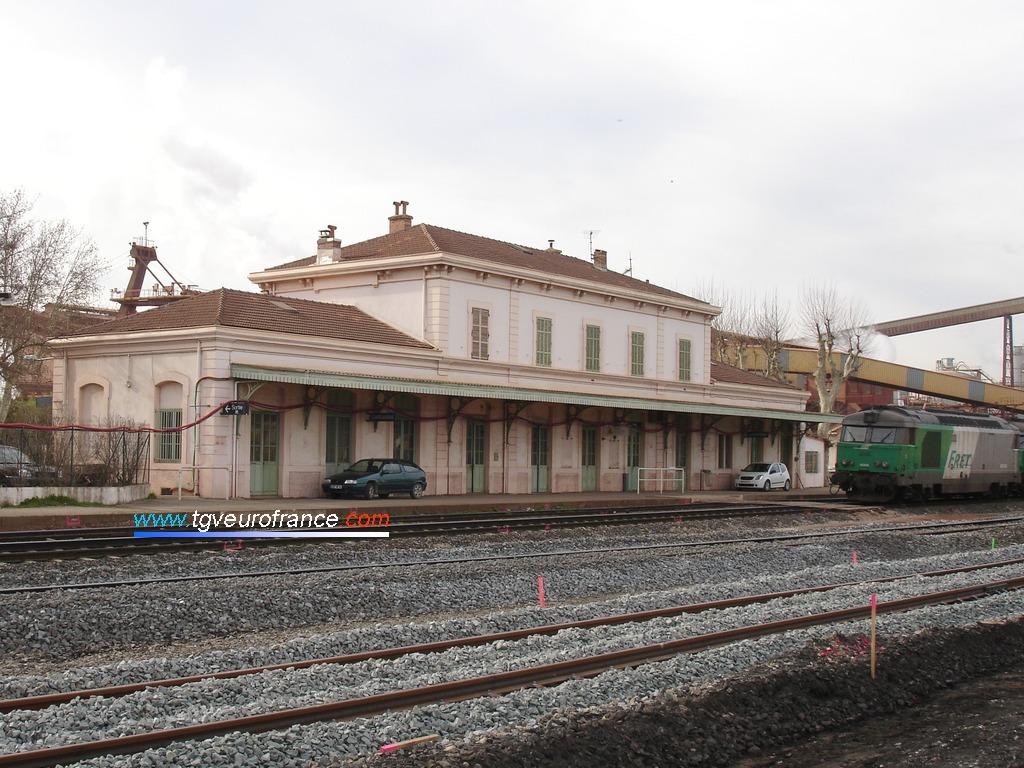 La gare de Gardanne (13120) pendant les travaux de modernisation de la ligne TER SNCF Aix-en-Provence - Marseille