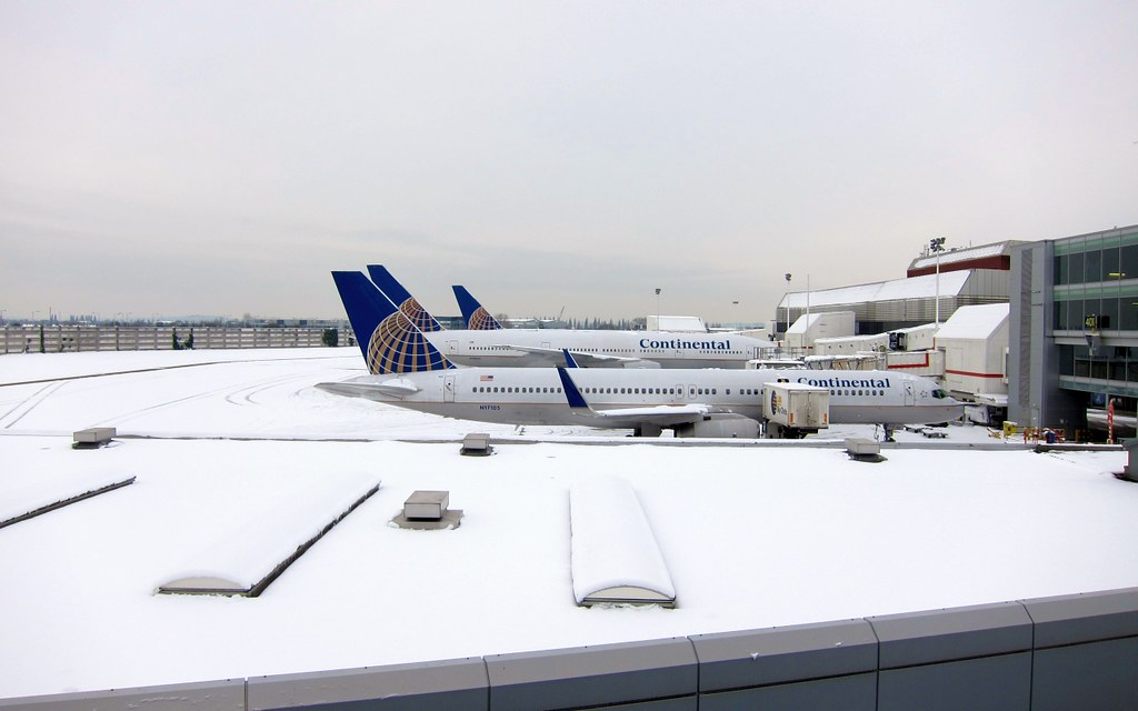 Snowy stands - LHR London Heathrow Airport strles with the snow 19.12.2010