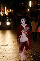 An evening in Gion - Maiko, Geisha or Geiko (_Maji_) Tags: nikon kyoto maiko geiko geisha gion nikond300