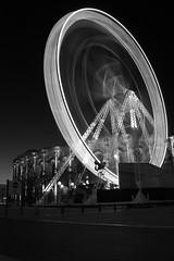 Du neuf avec du vieux (shaihulud10) Tags: longexposure blackandwhite bw wheel canon pose grande noir noiretblanc lumiere nimes et blanc roue arche longue arenes poselongue 450d canoneosdigitalrebelxti