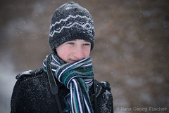 cold (hgviola ) Tags: snowflake schnee winter portrait brown snow black cold green nikon 85mm cap shawl grn braun nikkor snowfall kalt schwarz mtze schal florin schneeflocken d80 hgviola