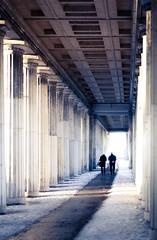 Kolonnaden (96dpi) Tags: schnee winter snow berlin couple columns paar column altesmuseum colonnade sulen museuminsel eldery sule kolonnade bodestrase gettyimagesgermanyq1