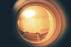 (spiderdrug_) Tags: 50mm hotel grain 28 peephole