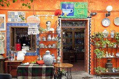 Cella's Caf - Puebla, Mexico (Pipall) Tags: door city decorations orange plants window coffee caf wall facade canon painting lens mexico outside eos is terrace mexican cups ornaments pottery plates usm talavera puebla f4l 24105mm cellas 5dmarkii