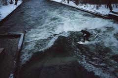 (fraduhr) Tags: film analog munich mnchen fuji spot englischergarten surfspot nikonf4 eisbach englischergartenmnchen urbansurfing flusssurfen eisbachwelle anaidnamohl keepsurfing munichriverwavesurfing