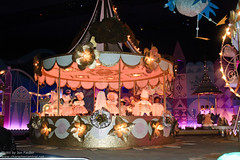 DLP Dec 2010 - It's a Small World Celebration (PeterPanFan) Tags: christmas travel winter vacation france canon holidays europe december disney dec 7d fr darkrides itsasmallworld fantasyland 2010 disneylandparis dlp disneylandresortparis darkride dlrp marnelavalle disneypictures holidaytime parcdisneyland disneyparks disneypics canoneos7d canon7d marnelavalle itsasmallworldcelebration disneylandparispark seasonsholidaysandevents