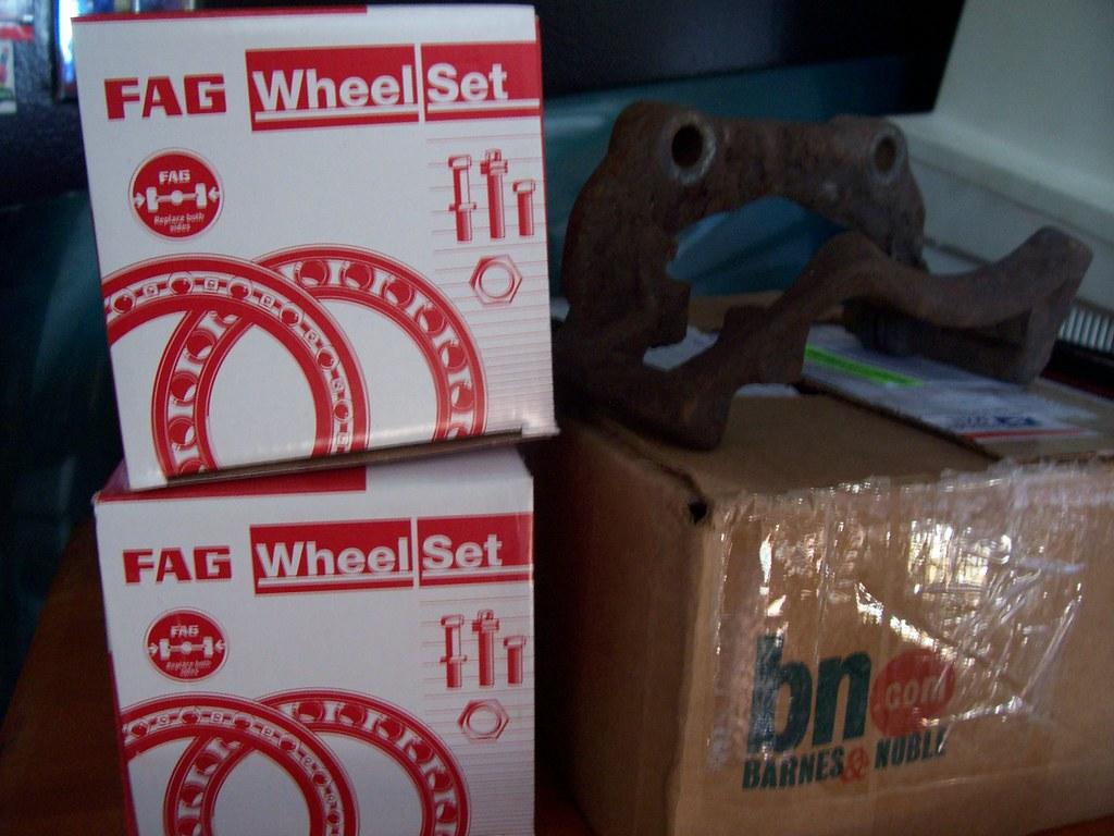 wheel bearings & brake caliper carrier