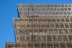Facade -- National Museum of African American History and Culture (NMAAHC) The National Mall Washington (DC) October 2016 (Ron Cogswell) Tags: thesmithsoniannationalmuseumofafricanamericanhistoryandculturenmaahc nationalmuseumofafricanamericanhistoryandculture nmaahc architecturalscrim scrim facade buildingfacade thenationalmallwashingtondc facadenationalmuseumofafricanamericanhistoryandculturenmaahcthenationalmallwashingtondc bronzecoloredmetallattice latticework lattice nationalmuseumofafricanamericanhistoryandculturenmaahcthenationalmallwashingtondc