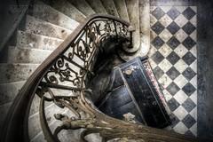 (satanclause) Tags: chateau verdure abandonn abandoned castle hdr urbex france oputn zmek piano klavir staircase