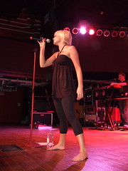 kellie pickler (all female barefoot musicians) Tags: feet nude stage nackt barefoot fsse bhne barfuss sngerin