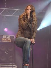nikki kerkhof (all female barefoot musicians) Tags: feet nude stage nackt barefoot füsse bühne barfuss sängerin