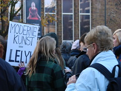 Moderne Kunst=Lelijk (indigo_jones) Tags: people music holland netherlands utrecht kunst protest arts nederland culture beethoven moderne scream taxes screaming yelling cultuur neude voices mensen lelijk stemmen budgetcuts beethovensninth schreeuwomcultuur