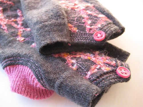fingerless glove pair by Iva