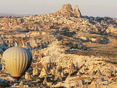 Good Morning Uchisar (Marco Di Fabio) Tags: morning red panorama castle stone sunrise turkey landscape rocks asia alba turkiye balloon middleeast valle east erosion amanecer fairy fate valley hotairballoon oriente middle orient goodmorning mirada pietra castello pedra medio castillo chimneys turquia mongolfiera manana cappadocia globo roja camini anatolia tuff tufo goreme mattina toba calcareous chalky turchia buongiorno kapadokya uchisar rossa rochas roccie capadocia mediooriente fairychimneys aerostatico günaydın erosione globoaerostatico korama caminidellefate buenasdias calcareo goremenationalpark
