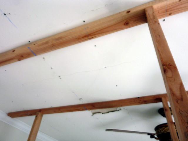 P1050541-2010-12-01-Fixing-Ceiling