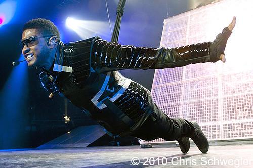Usher - 12-02-10 - OMG Tour, Joe Louis Arena, Detroit,  MI