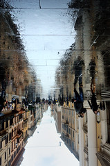 "oso lp  (""Hank Chinaski"") Tags: rome roma reflection rain reverse riflessi pioggia specchio viadelcorso capovolta mirrorser superstarthebest"