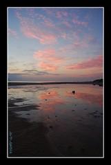REFLEJOS EN TRAFALGAR (DAVID CABRERA 1978) Tags: faro mar cabo trafalgar rosa amanecer reflejo cadiz amanece