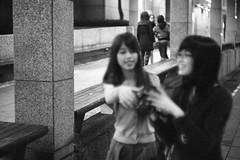 she has the great smile :)) (henrie) Tags: street leica city bw film girl night zeiss t kodak district tx trix taiwan snap 400 carl taipei m6 henrie shinyi zm 3528 nikoncoolscanved hc110h 12min cbiogon